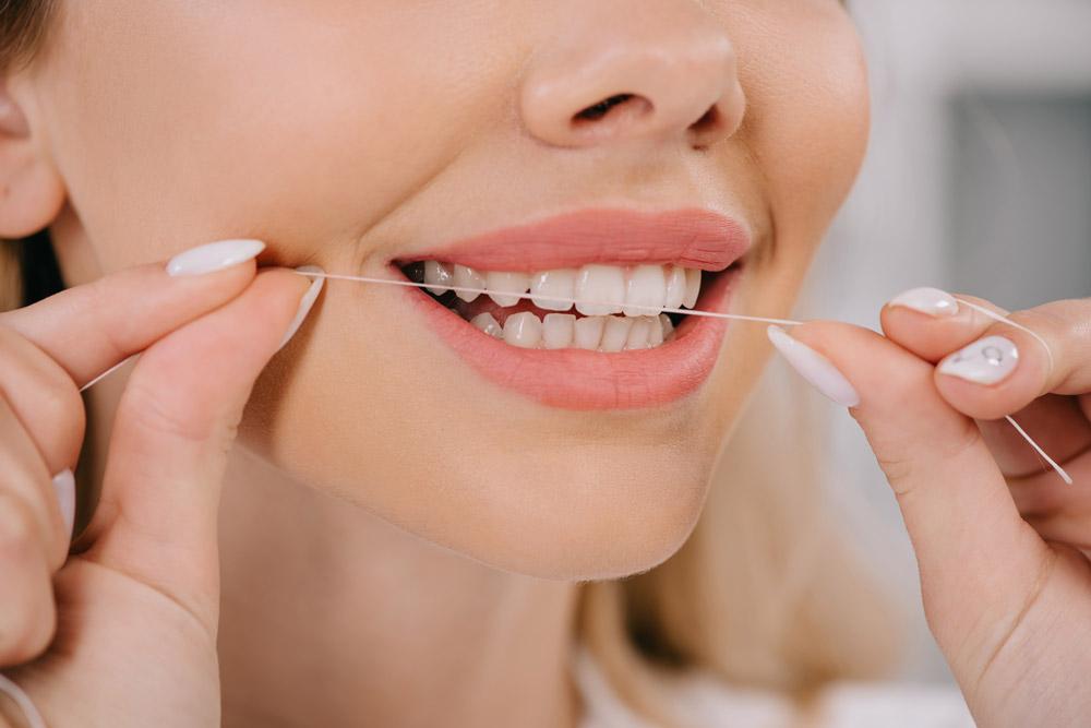 Fio dental: Qual a forma correta de usar?